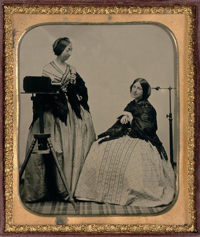 Victorian Women Behind Their Cameras (19).jpg