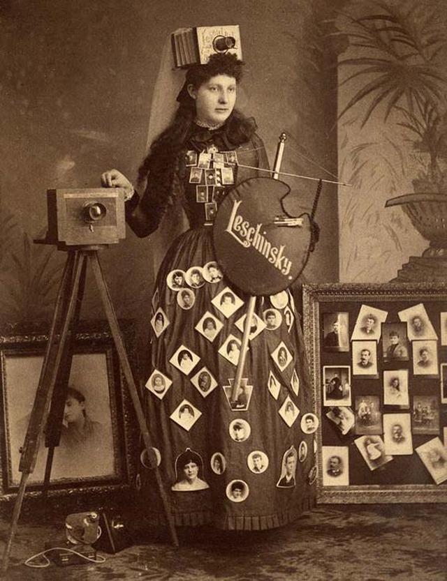 Victorian Women Behind Their Cameras (22).jpg