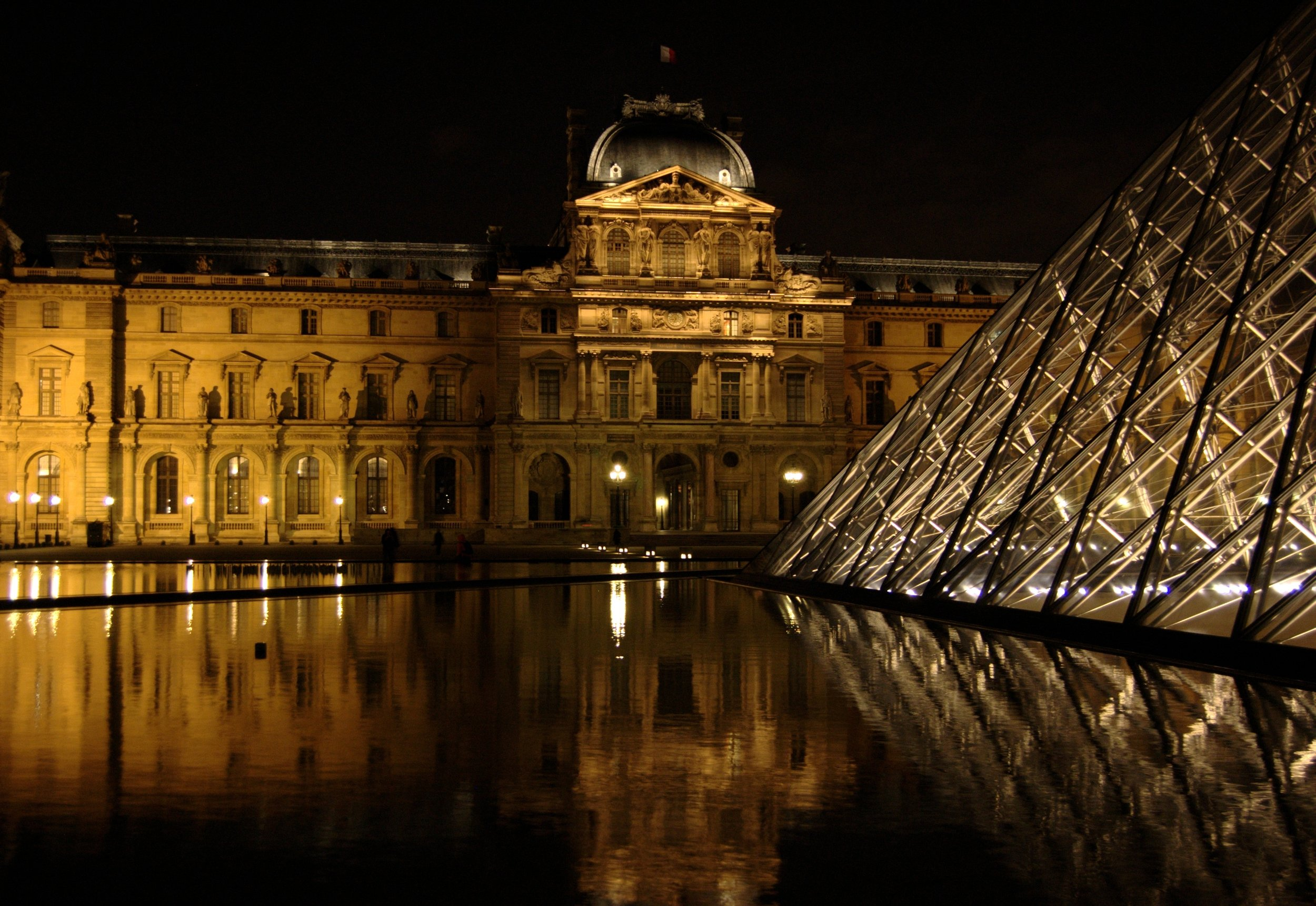 The Louvre by Pipiten - Flickr, CC BY-SA 2.0 via  Wikimedia Commons