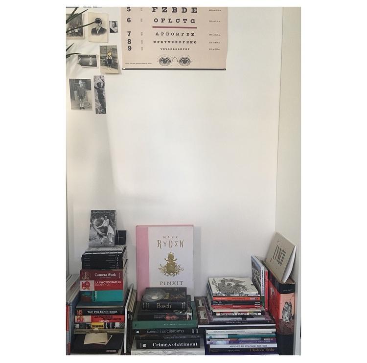 Elise Covaglia 's minimalist pile of books.
