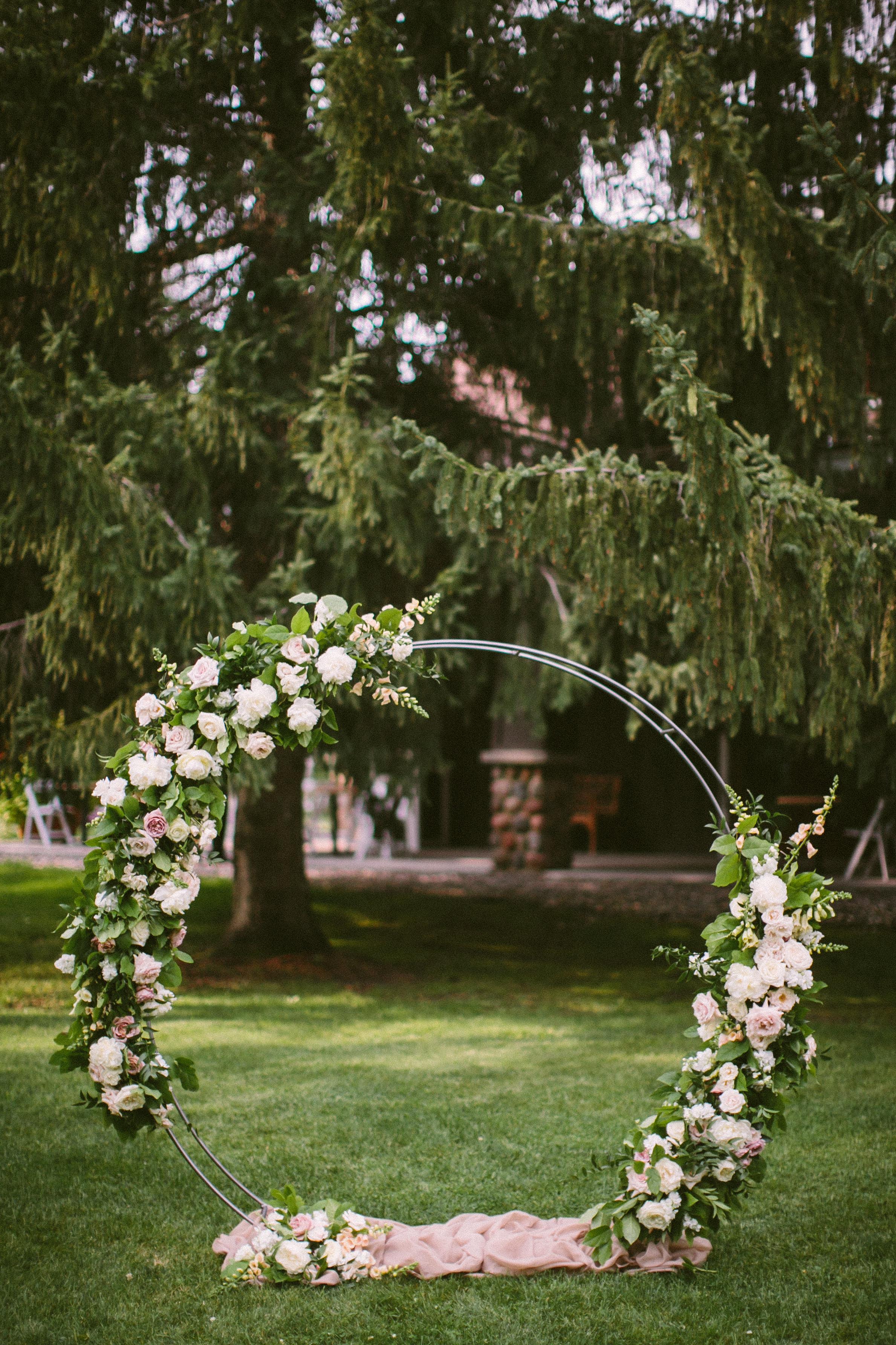 Farmhouse Foundry Circle Steel Arch Bloom Designs Grand View Lodge Wedding Rental.jpg