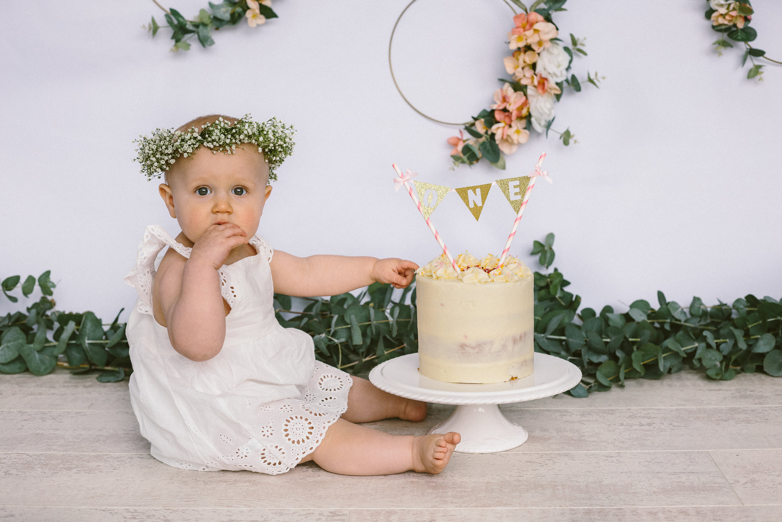 Mia Cake Smash Photo shoot April 2019-10.jpg
