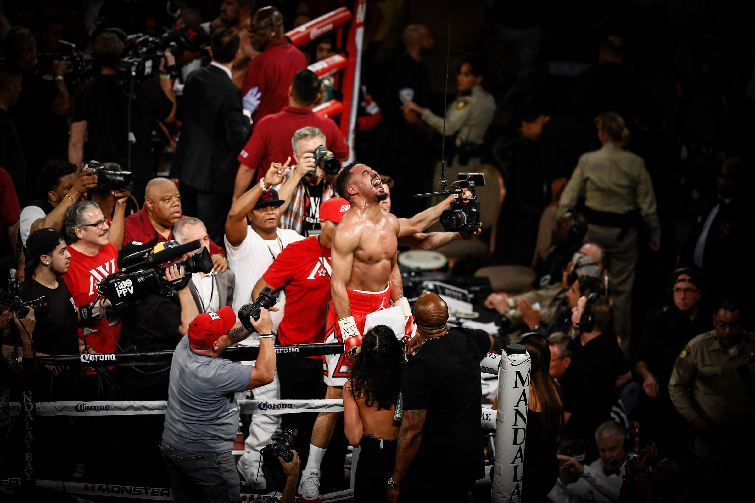 LR_WARD VS KOVALEV-FIGHT NIGHT-TRAPPFOTOS-06172017-8928.jpg