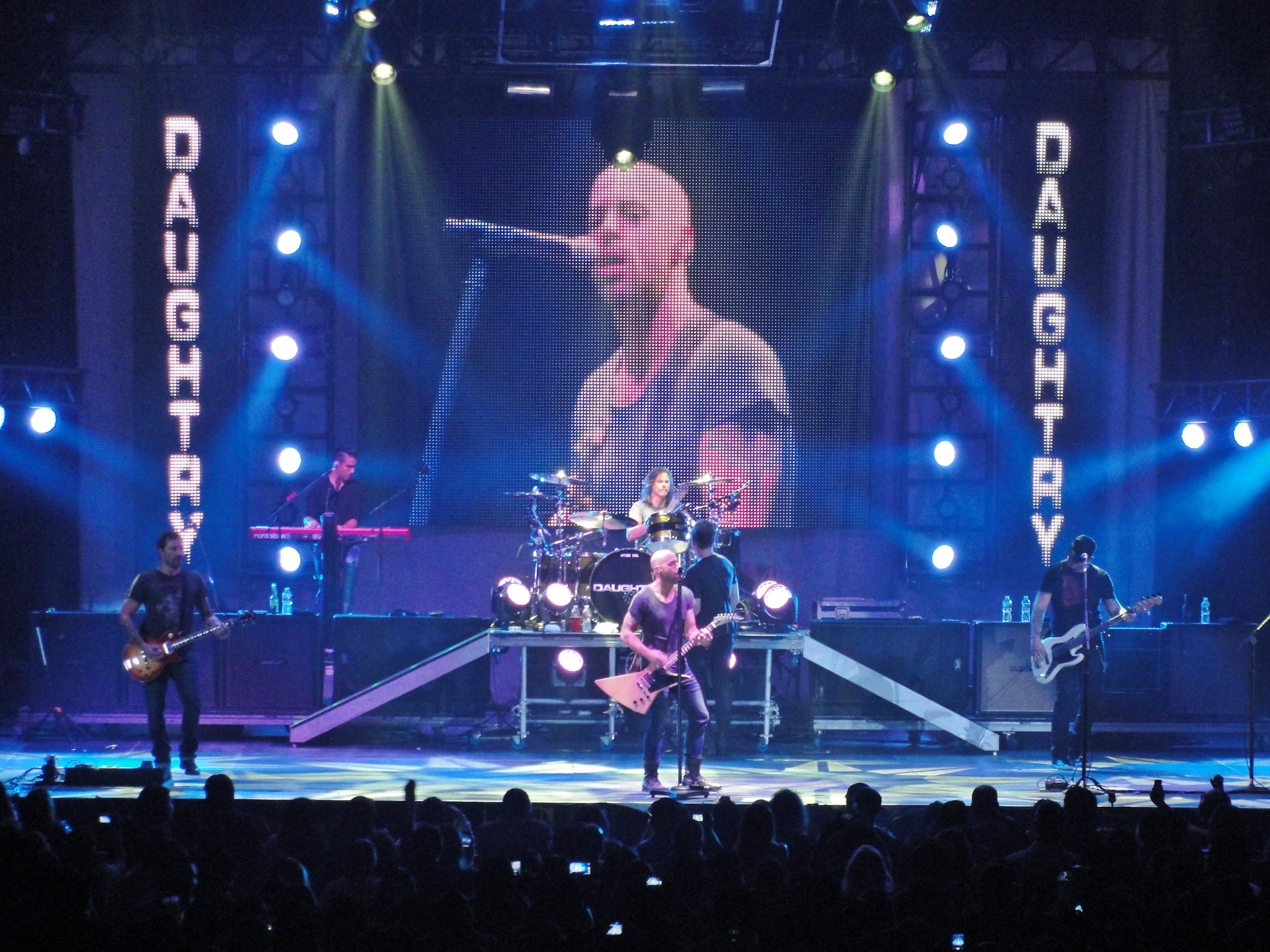 Daughtry_live_at_Laredo_Energy_Arena_in_Laredo,_Texas.JPG