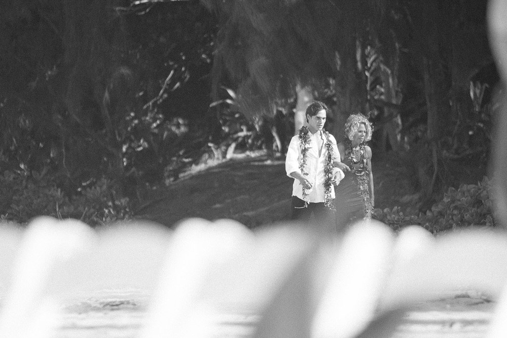 Tunnels Beach Wedding-2.jpg
