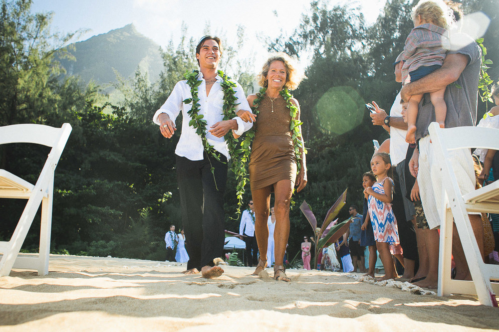 Tunnels Beach Wedding-11.jpg