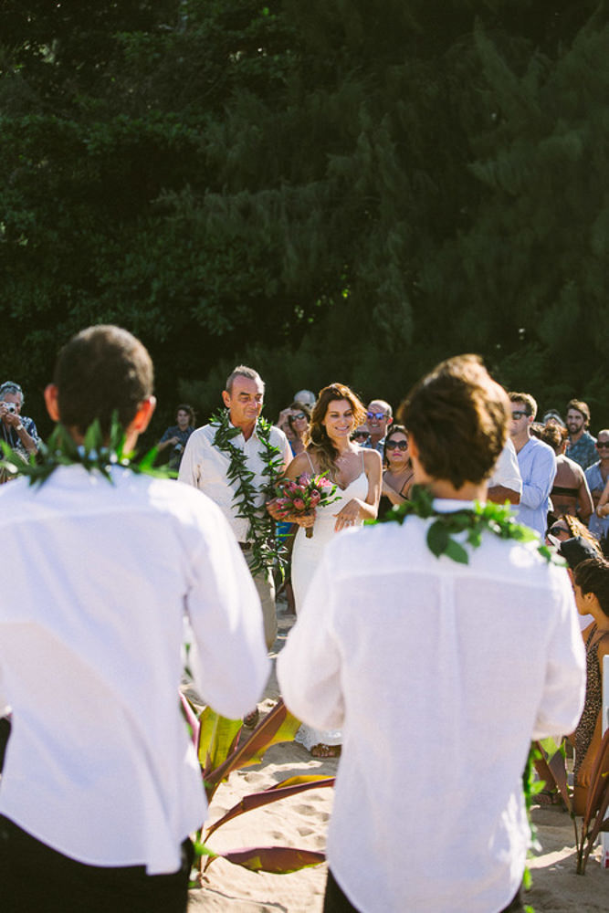 Tunnels Beach Wedding-15.jpg