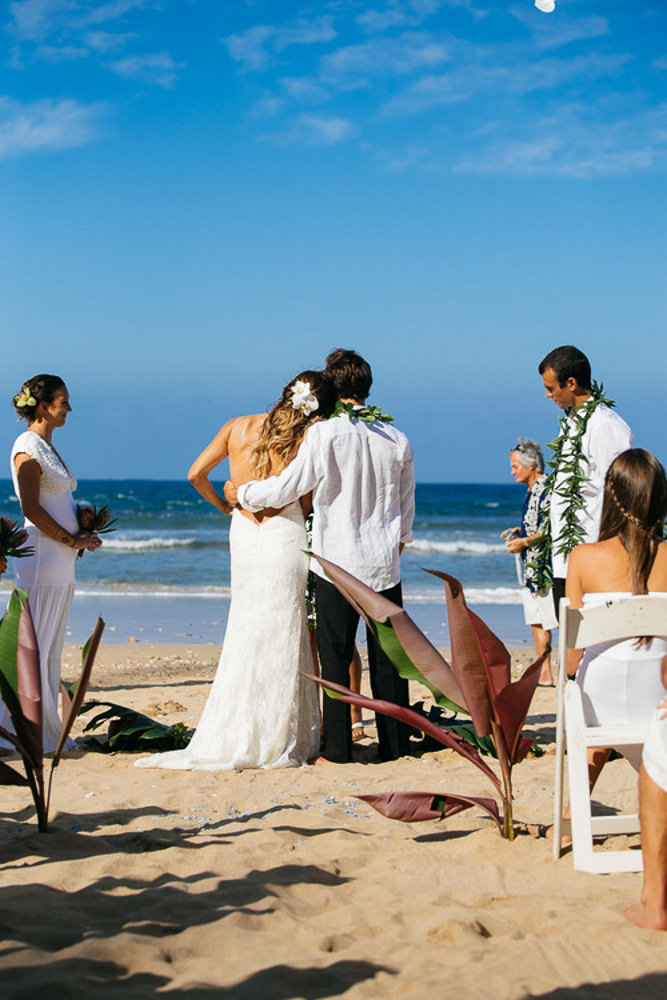 Tunnels Beach Wedding-17.jpg