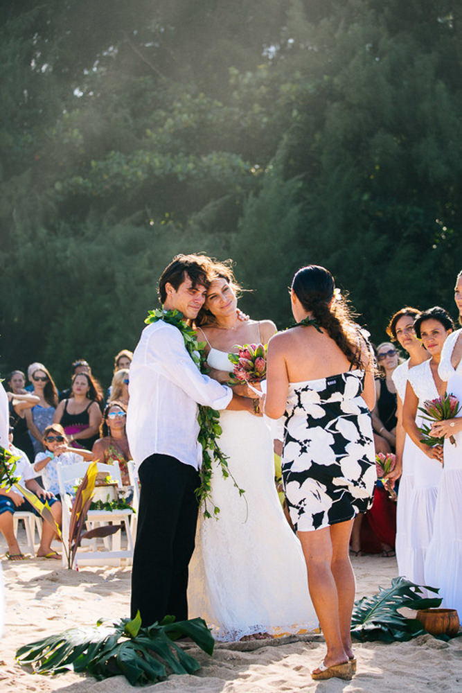 Tunnels Beach Wedding-19.jpg