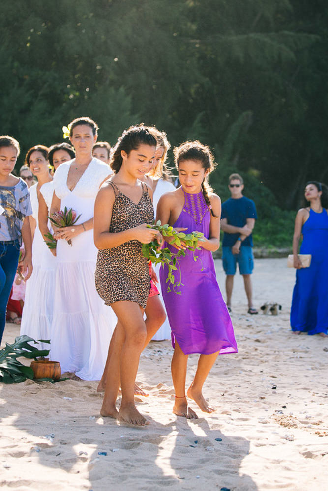 Tunnels Beach Wedding-22.jpg