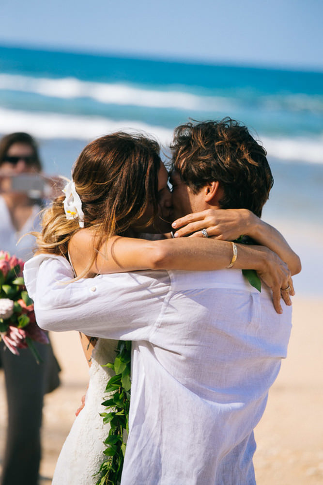 Tunnels Beach Wedding-24.jpg