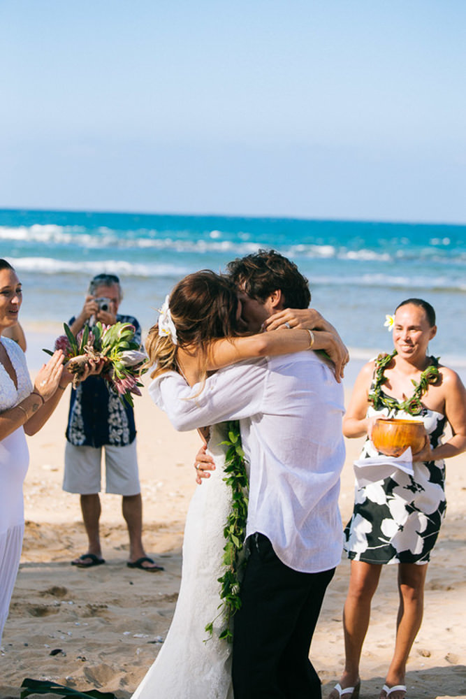 Tunnels Beach Wedding-25.jpg