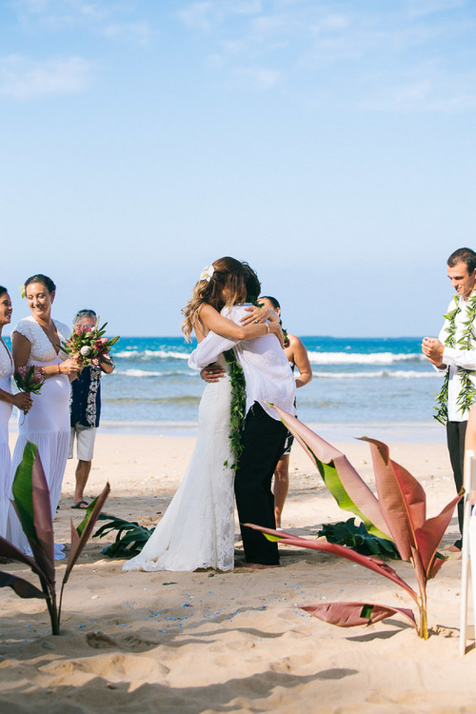 Tunnels Beach Wedding-26.jpg
