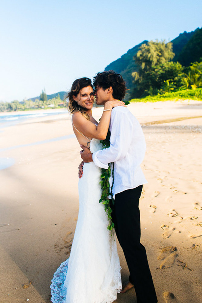 Tunnels Beach Wedding-32.jpg
