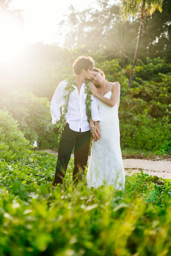 Tunnels Beach Wedding-44.jpg