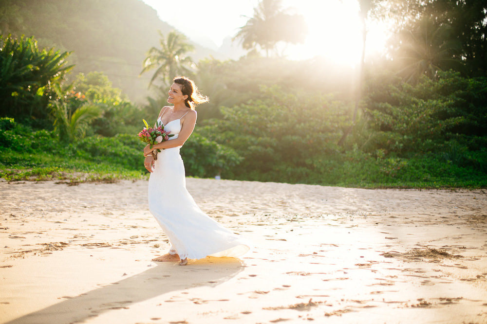 Tunnels Beach Wedding-50.jpg