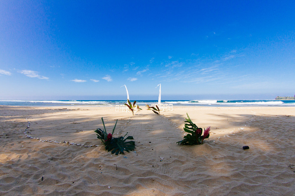 Tunnels Beach Wedding.jpg