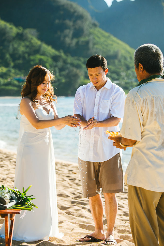 Tunnels beach wedding photography_-5.jpg
