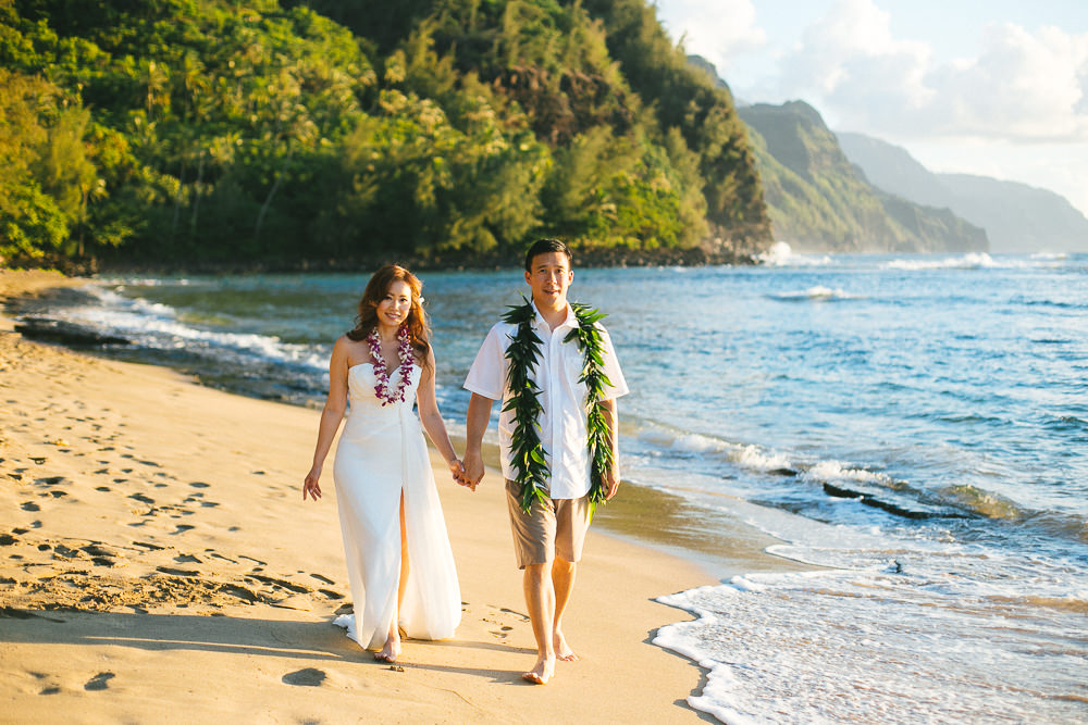 Tunnels beach wedding photography_-41.jpg