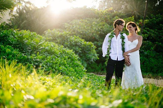 Ian & Lisa beach wedding in #Haena was perfect! 🌅🌴🌈