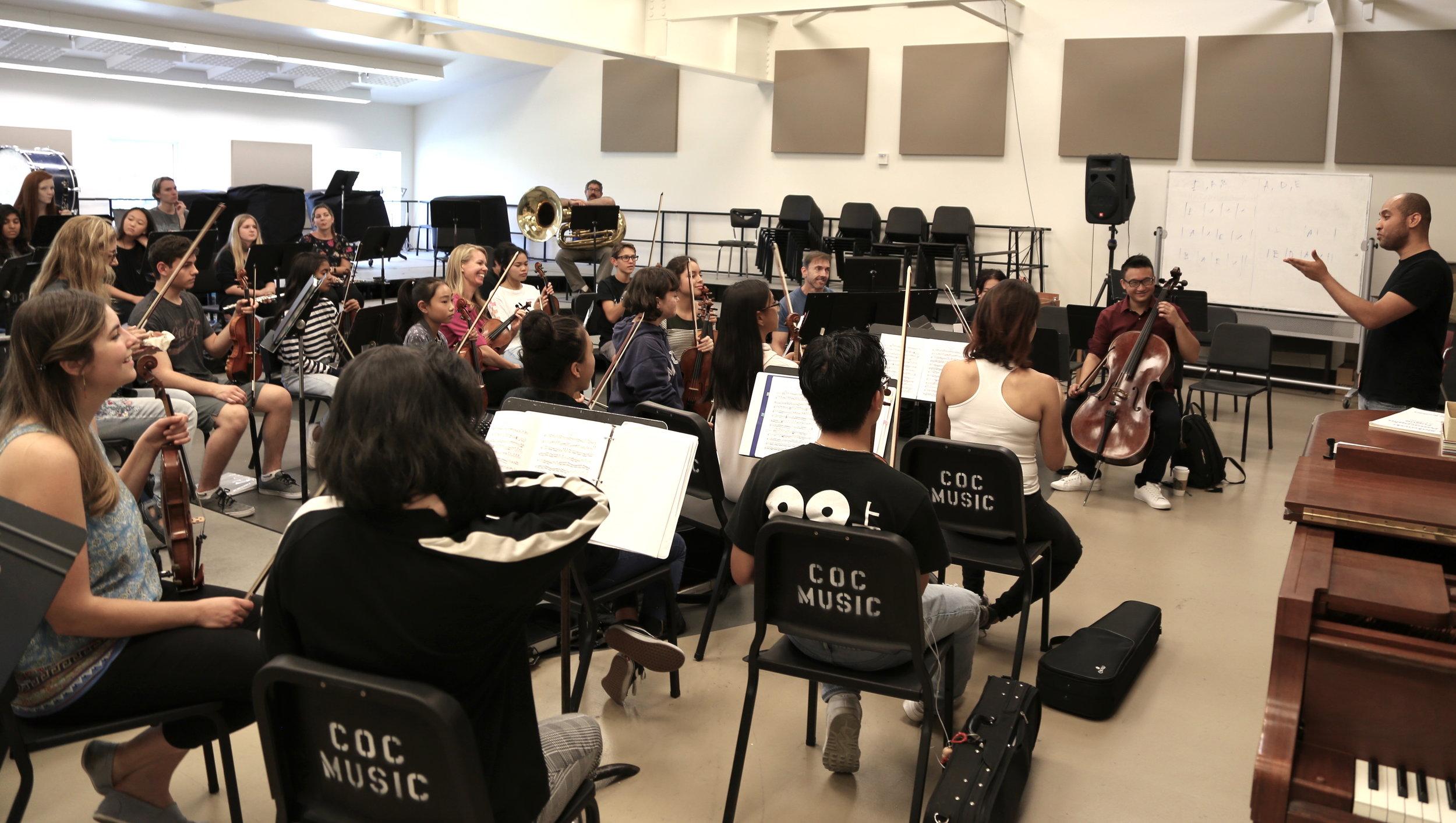 Cheryl Norman-Brick, LA Chamber Orchestra violinist rehearses with advanced ensemble, Novae Sinfonia