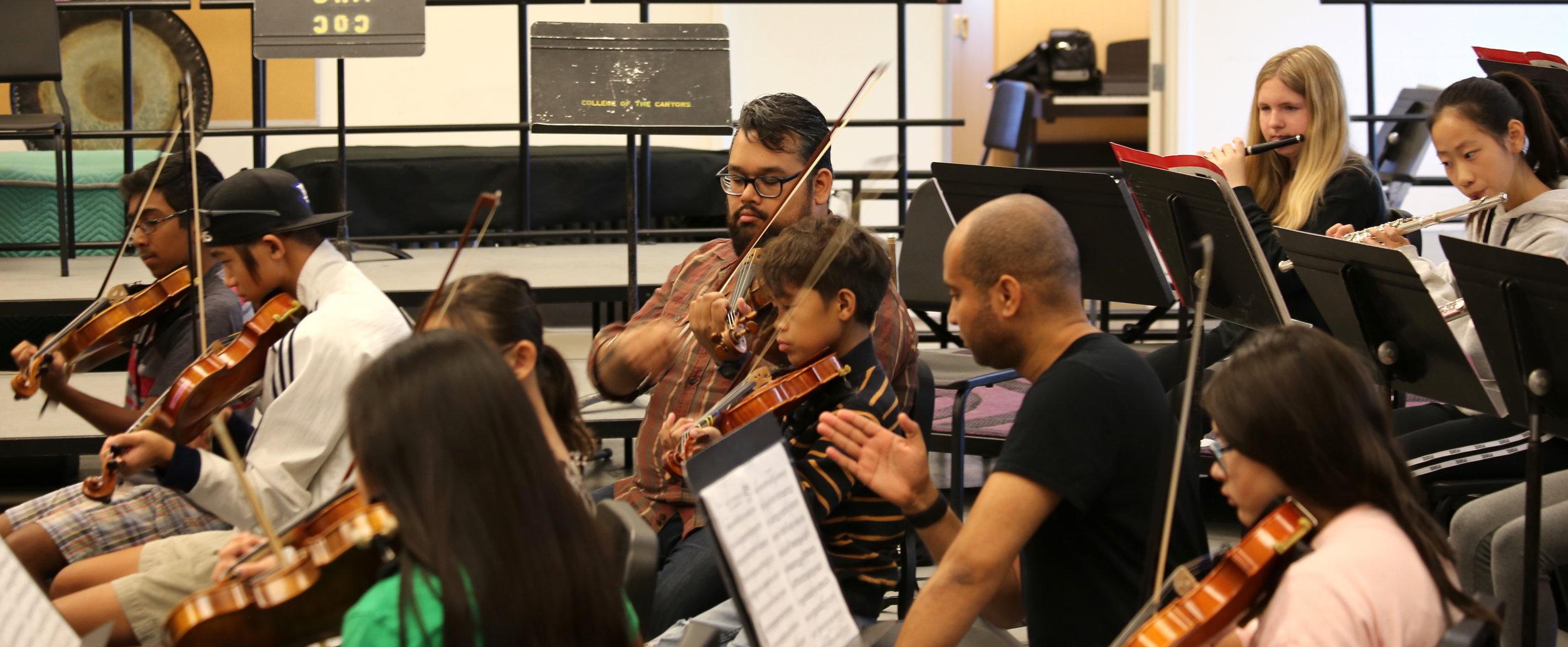 Vijay Gupta, LA Philharmonic violinist, rehearses with SCVYO
