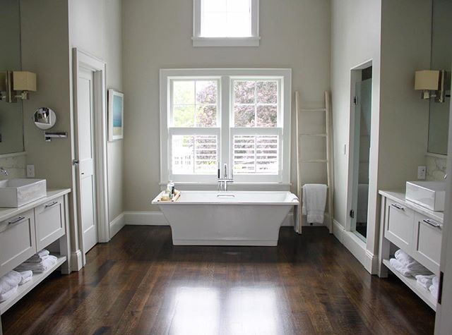 Love bathroom symmetry #masterbath #bathdesign