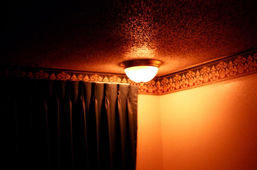 3 - Lamp in ceiling.jpg