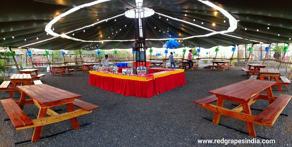 Wine information center is a loved venue for birthday celebration in Nashik. Food area at wine park