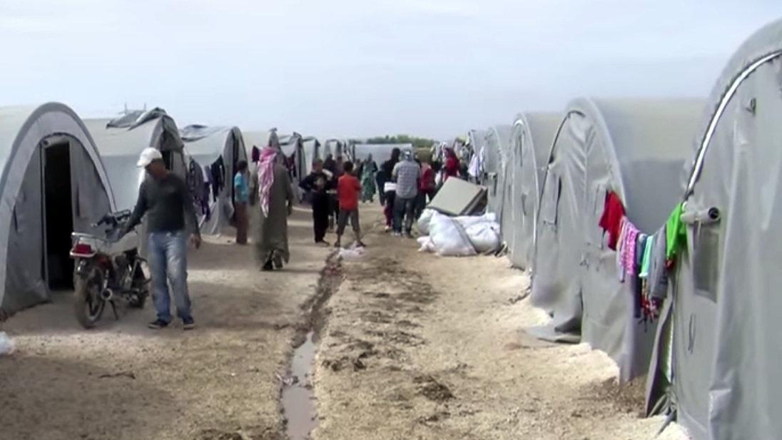 "By Voice of America News: Scott Bobb reports from the Suruç, Turkey/ Kobane, Syrian border; ""Turkish Border Towns Hosting Thousands of Kobani Refugees"". (https://www.youtube.com/watch?v=V-QFVCnd7Po) [Public domain], via Wikimedia Commons"