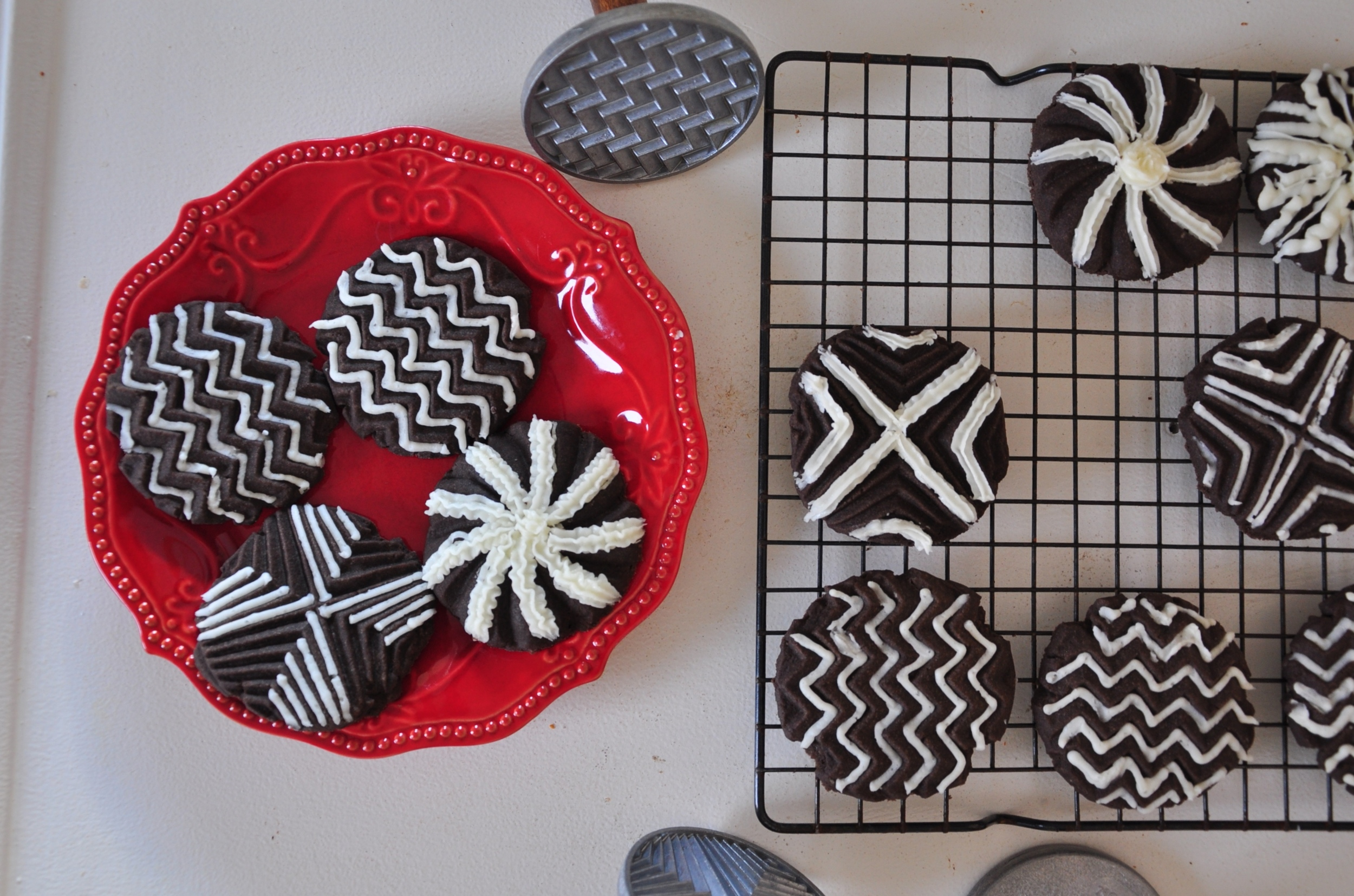 we decorated these with Nordic Ware Detailed Decorating Pen!