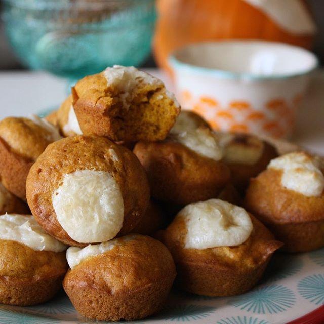 Mini pumpkin cream cheese muffins! #TGIF ❤️🍂🎃 #linkinbio
