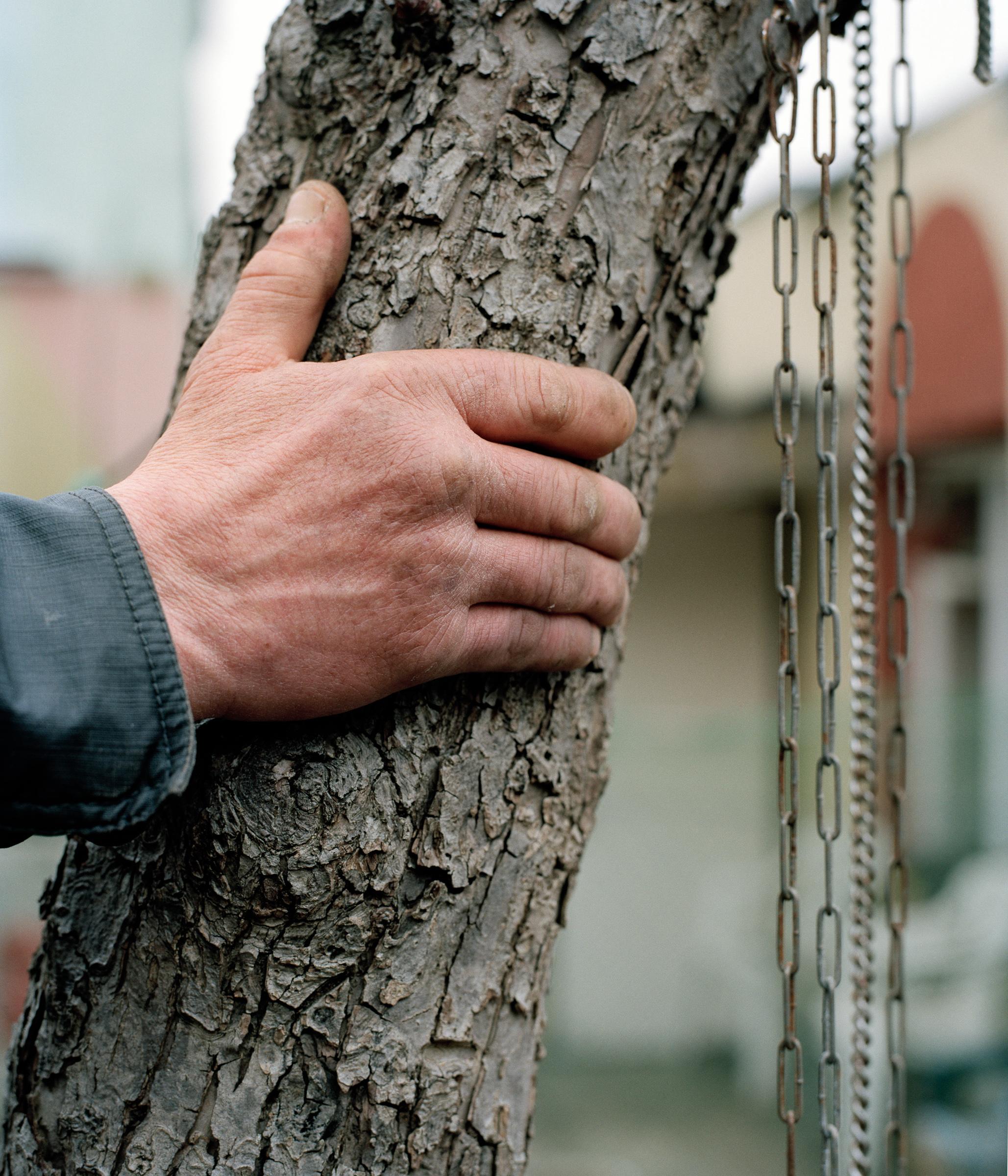 hand tree chain.jpg