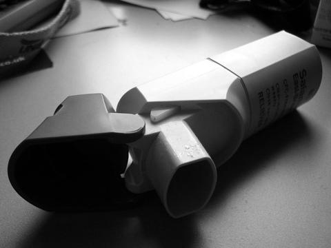 Inhaler By Neil T, http://www.flickr.com/photos/neilt/10114120/