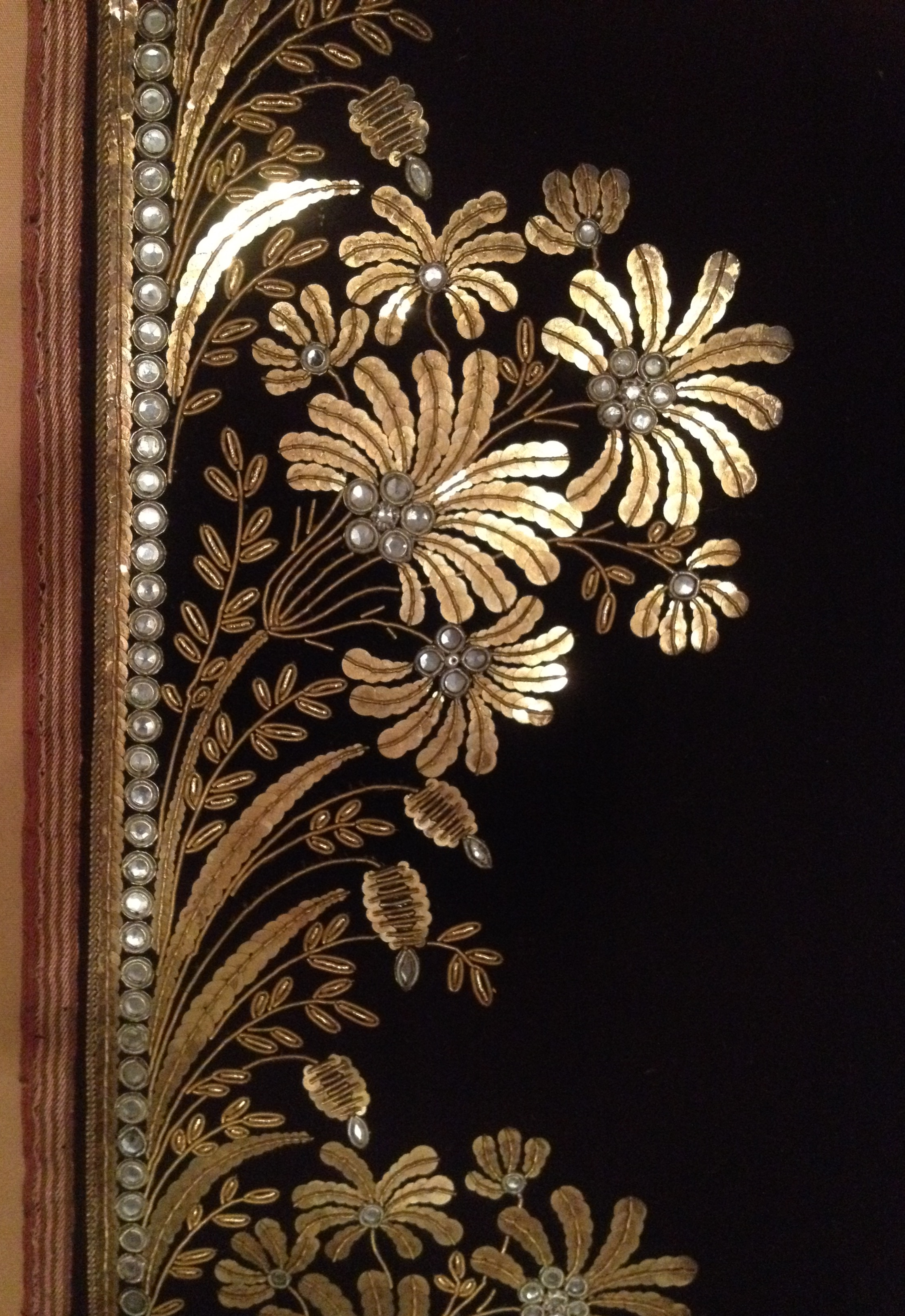 I love the sensitive use of paillettes in this fabric and the one below.