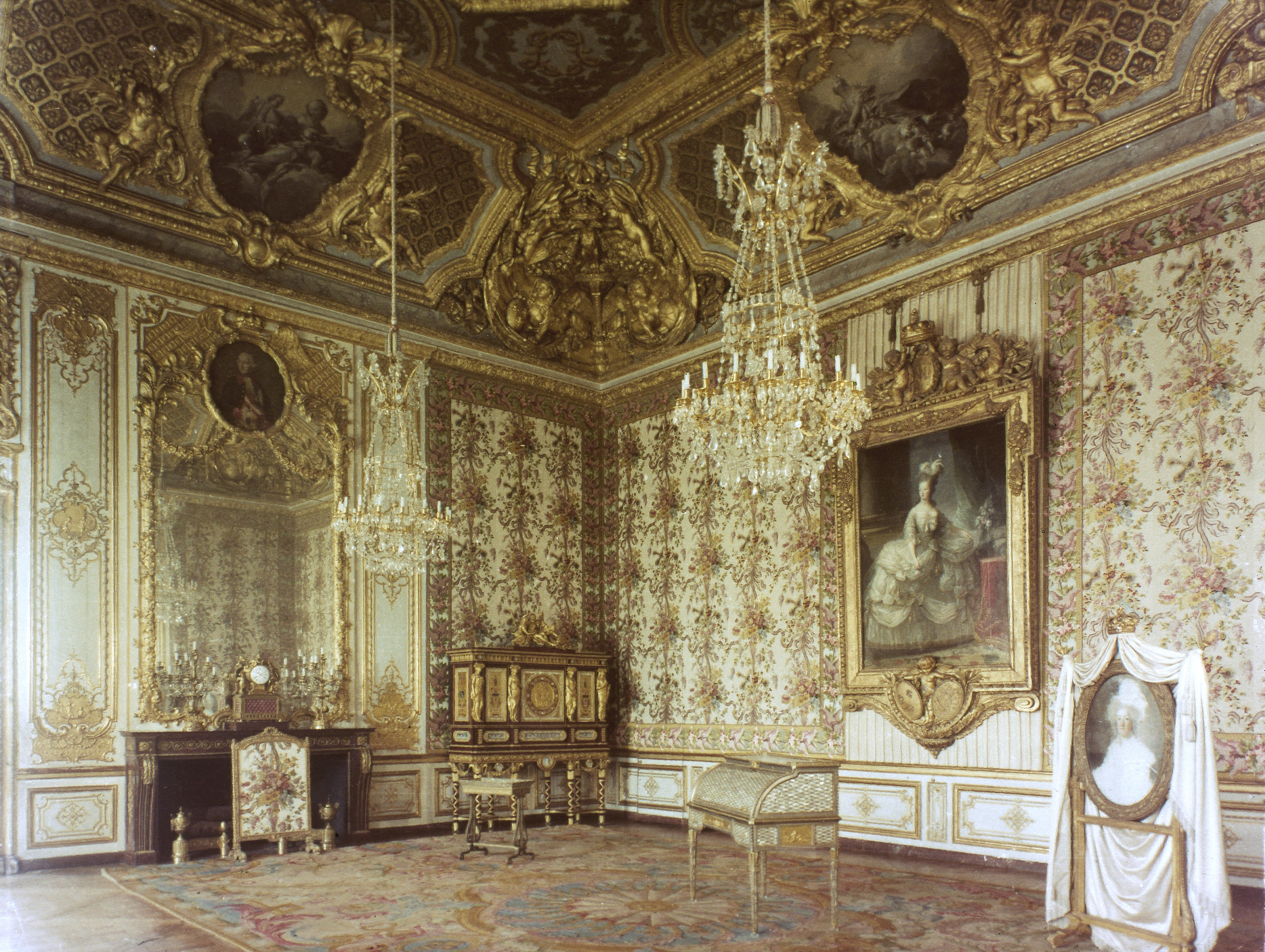 1955. The first phase of the restoration of the Queen's bedchamber showing the sumptuous textiles rewoven at lyon, and several pieces returned to the chateau in the 20th century. Photograph by permission of and © 2019 The Granger Collection LTD d/b/a GRANGER - Historical Picture Archive. All rights reserved.