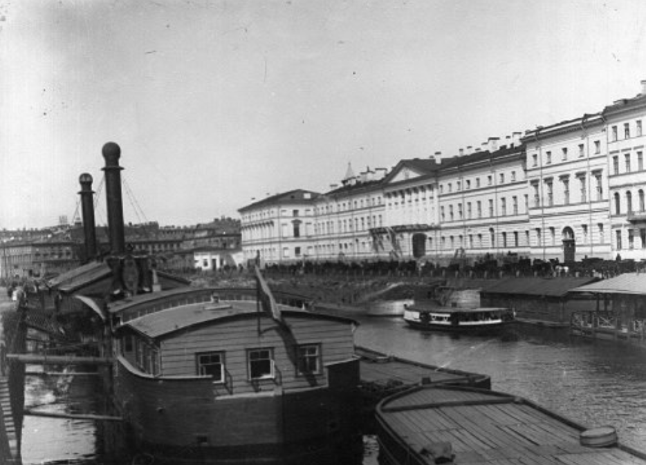 The School of the Order of Saint Catherine in St. Petersburg, naberezhnaya Fontanka, 36. Photo ca.1920.