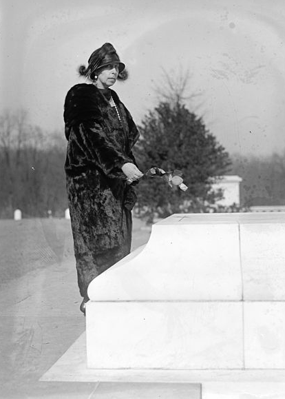 Grand Duchess Cyril at the Tomb of the Unknown Soldier, arlington cemetery, 1924.
