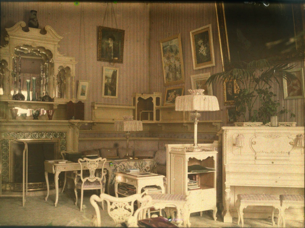 a 1918 autochrome of the mauve boudoir