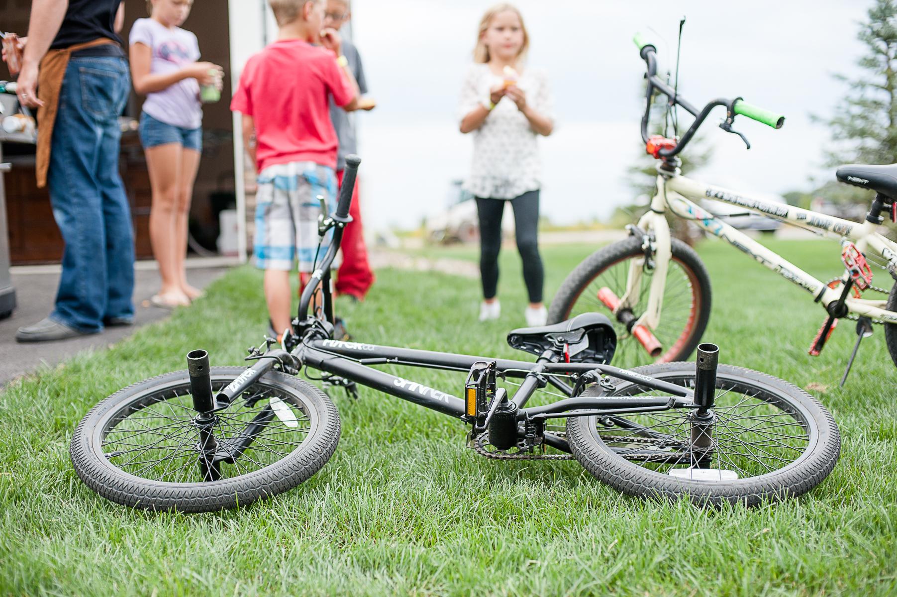 Bike in grass-4x6-8301.jpg