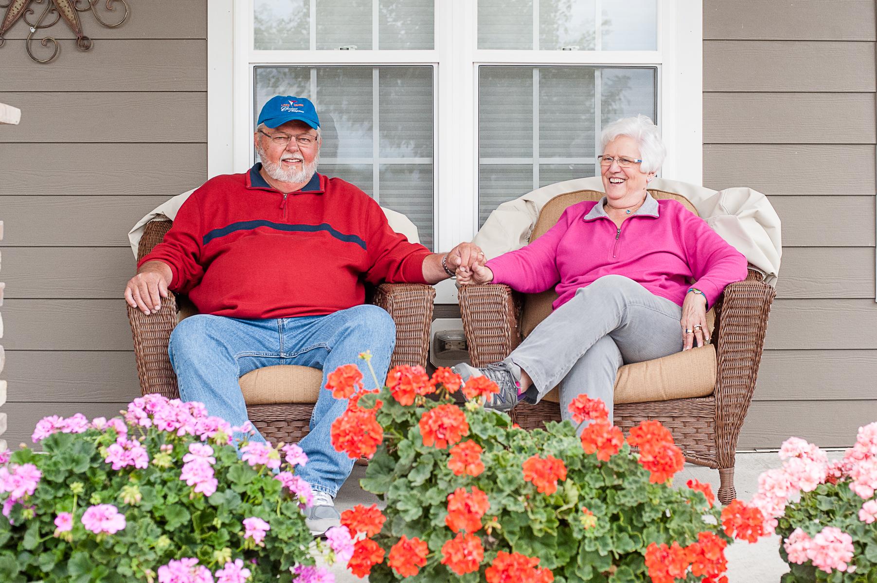 Johnsons on twinhome porch-4x6-8269.jpg