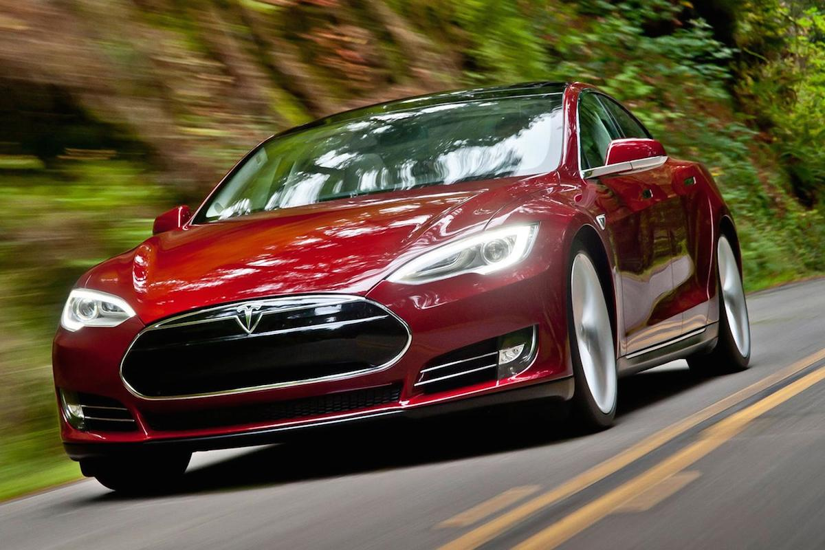 Tesla-Model-S-front-three-quarter-red.jpg