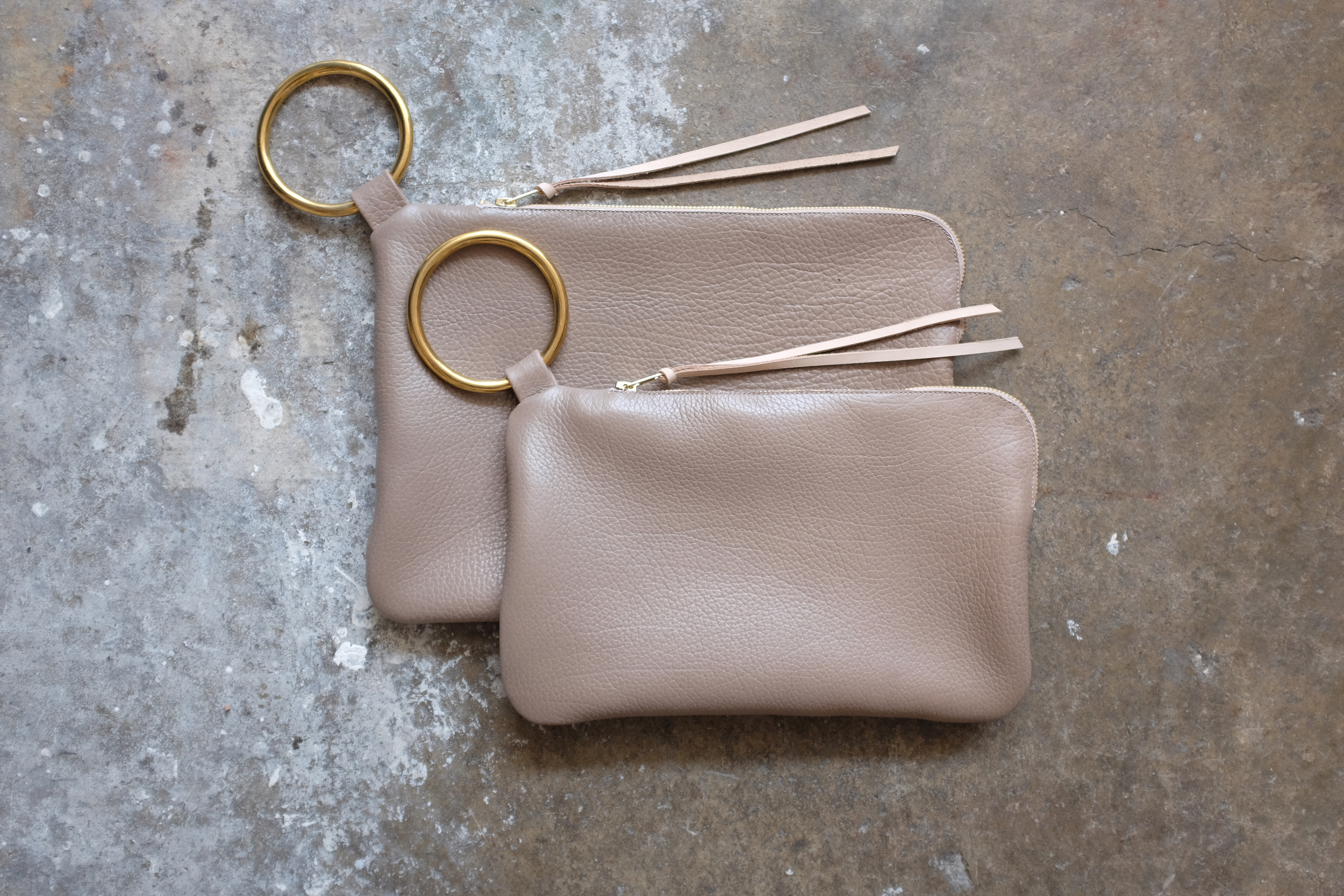 CLUTCH TAUPE1.jpg