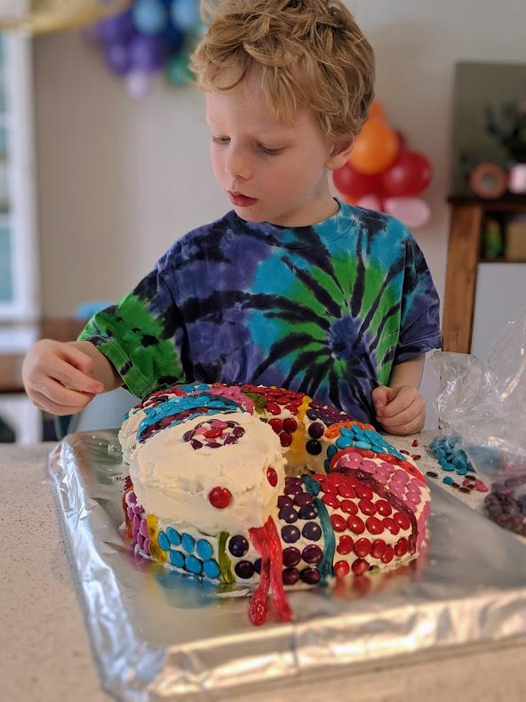 Rowan and I made a SNAKE CAKE!