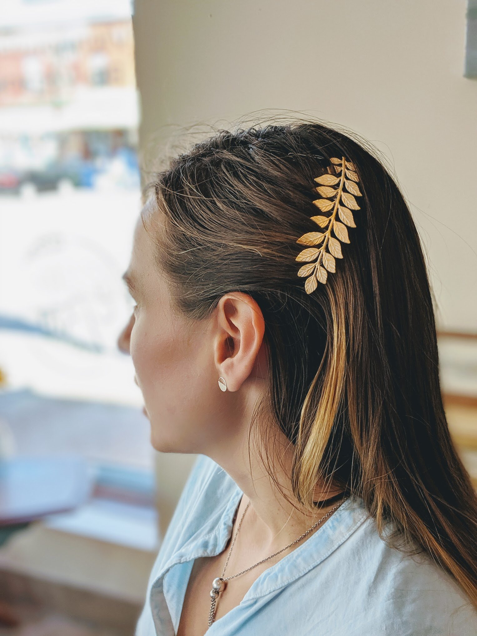 Had lunch with my sister yesterday (so happy we live in the same city again!) and she was wearing the most beautiful hair comb.