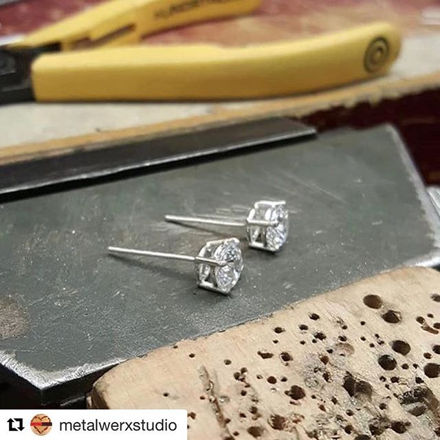 So so excited and proud of my students!! @shing_jewels did such an amazing job fabricating these beautiful studs! ・・・ #Repost @metalwerxstudio ・・・ We love to see our students complete there goals! Check out these beautiful basket set studs made by @shing_jewels  Shing learned how to make a basket setting with @victoriaelizabethdesigns  in her Basket Setting workshop!