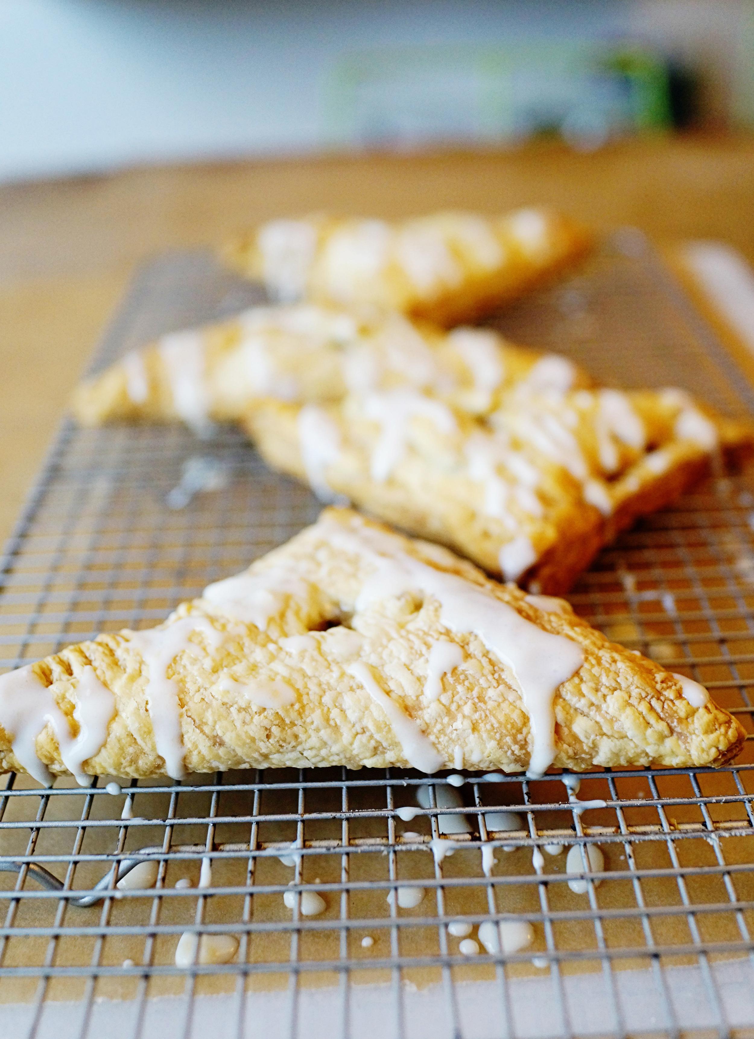 Recipe: Easy Apple Turnovers with Vanilla Custard Sauce / www.goodonpaperdesign.com/blog / @good_on_paper
