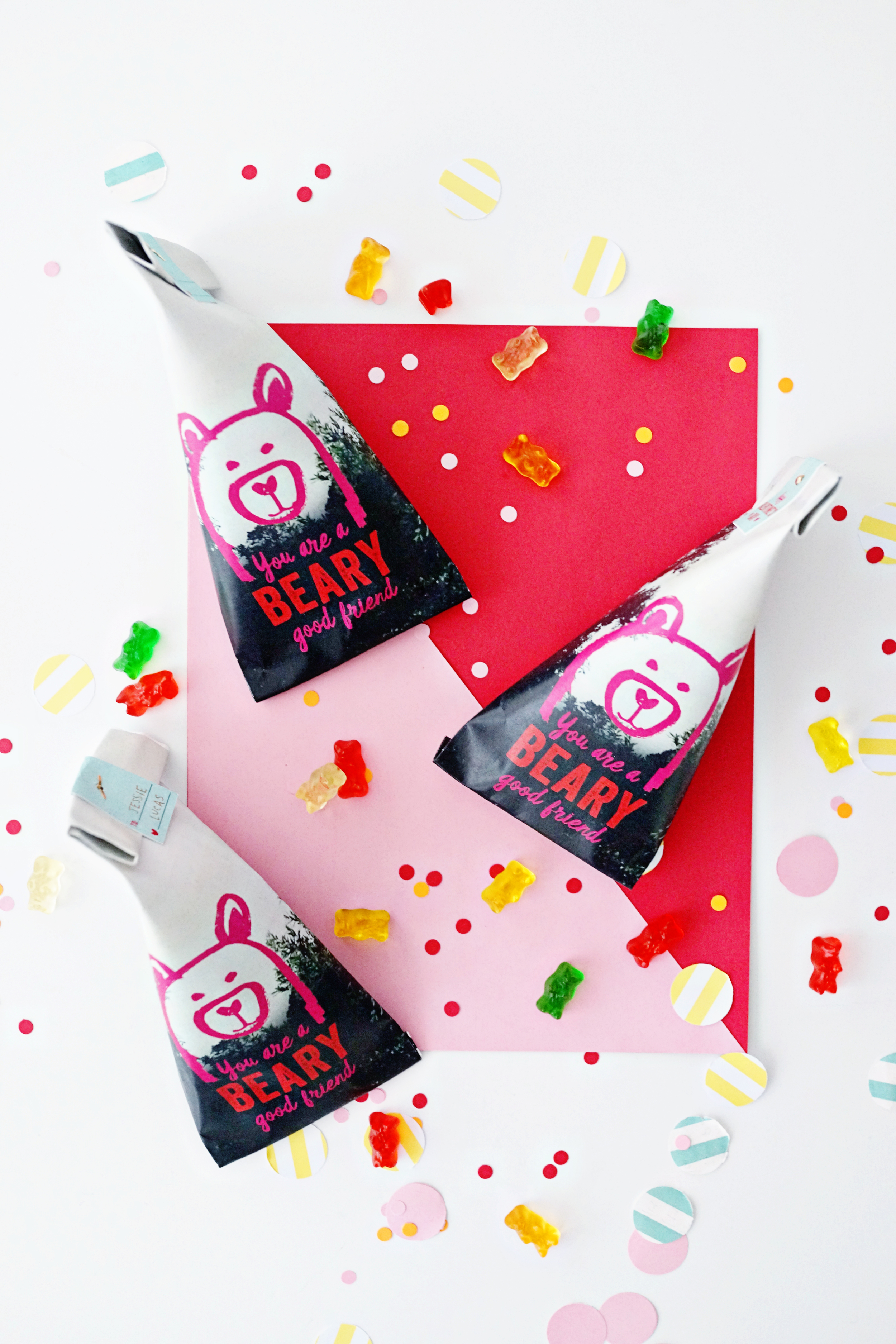 Valentine's Day Beary Favor Bags for Oh Happy Day / www.goodonpaperdesign.com/blog/2016/1/5/valentines-day-beary-favor-bags-for-oh-happy-day  /  @good_on_paper