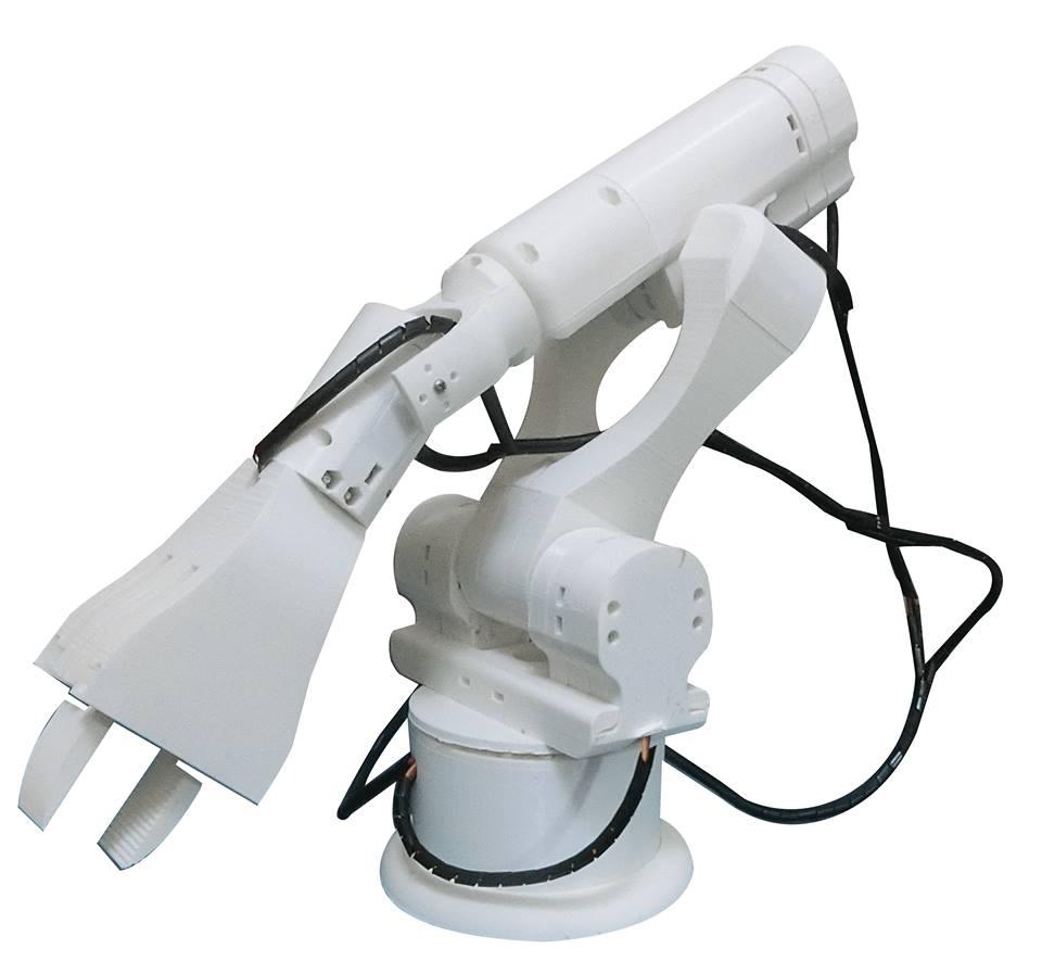 整台都是用3D列印機製造出來的機械手臂。