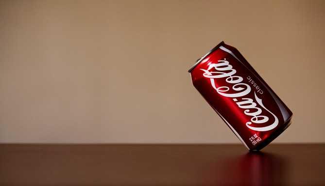 可口可樂(英語:Coca-Cola;簡稱Coke,可樂)是由美國可口可樂公司生產出品的一種可樂。 -